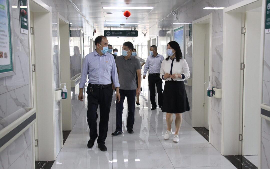 河南省总工会领导到郑州新华医院调研